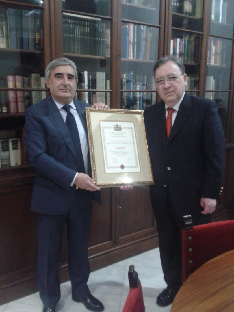 Entrega diploma Benefactor TEVASA