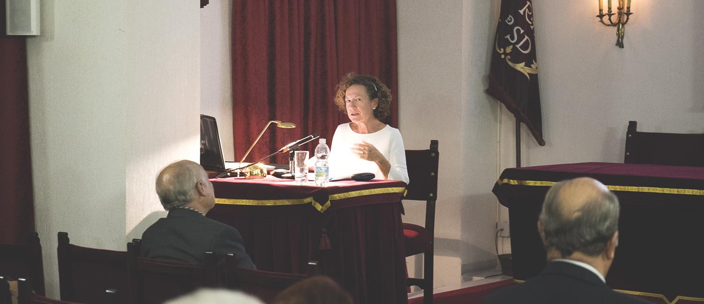 La Doctora Robles expone la relevancia del jerez en los menús entre los siglos XIX y XX